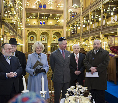 Prince Charles in synagogue