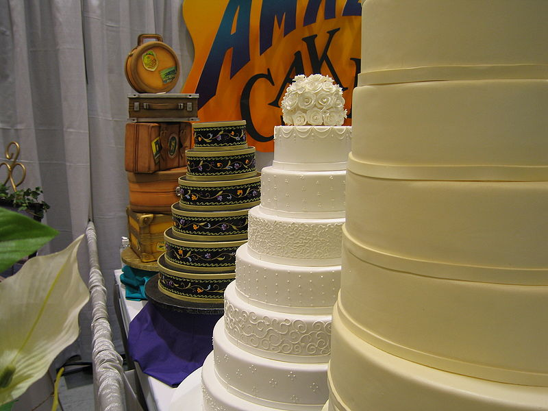 What Size Wedding Cake Do I Need: How Big Of A Wedding Cake Do I Need?
