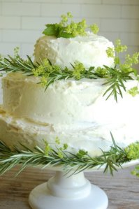 DIY make a homemade wedding cake
