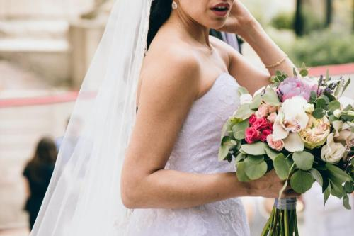 What do the Jewish bride and groom wear? | Backyard Huppah